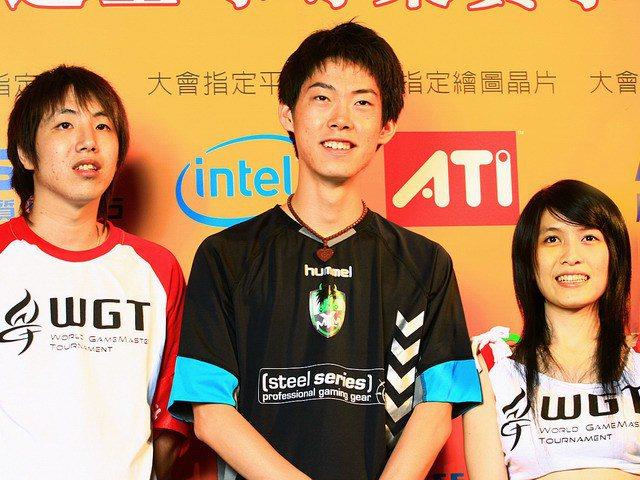 UZRA也曾經跟照片中間的世界冠軍Moon對決過。
