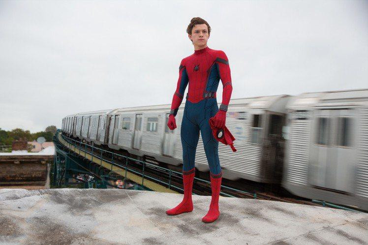 湯姆霍蘭德狂練肌肉演出「蜘蛛人:返校日」。圖/索尼提供