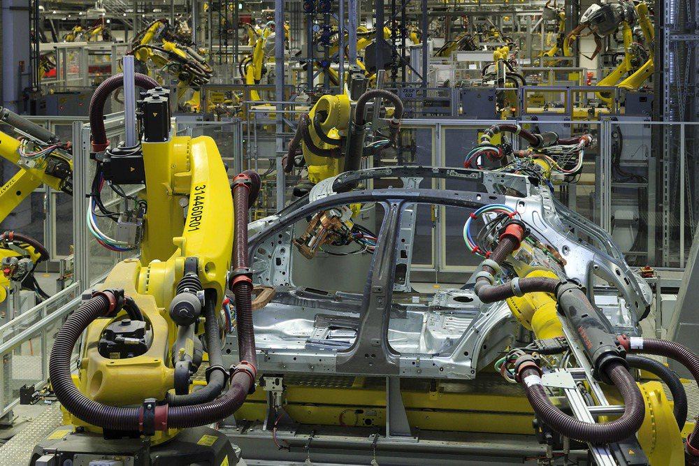 在萊比錫廠區的組裝生產線,一部Macan停留在單一生產工作站的時間只有 2 分鐘...