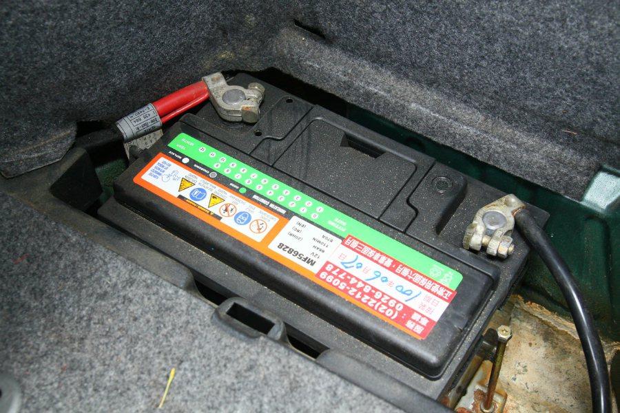 電瓶老舊,或電樁頭短路、鬆脫等,也是很危險的事。 報系資料照