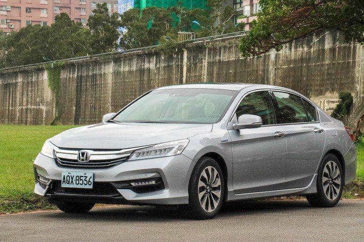 Accord Hybrid有讓人驚豔的23.7km/L油耗表現並配備齊全的主被動...
