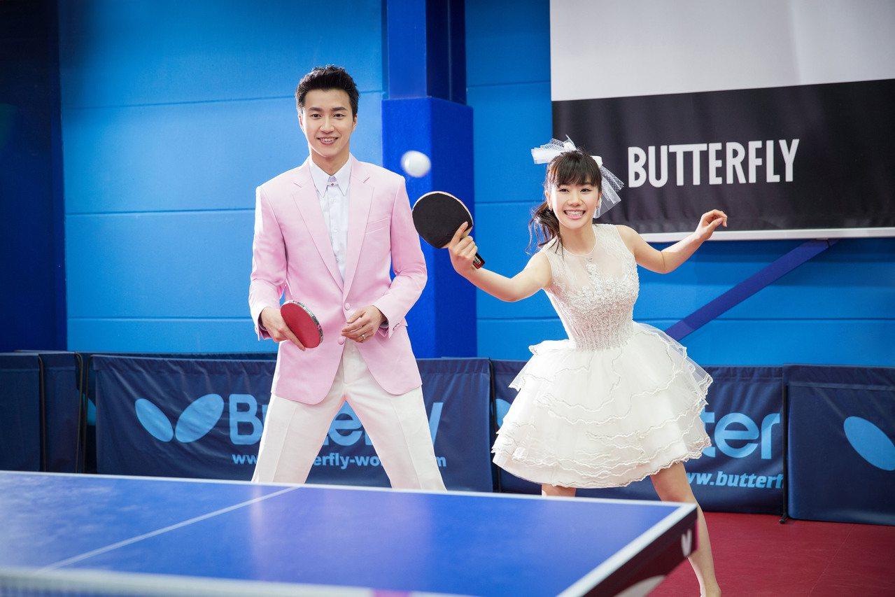 江宏傑(左)、福原愛的婚紗照中融入桌球元素。圖/星予公關提供