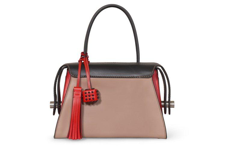 撞色拼接Twist Bag,售價82,400元。圖/TODS提供