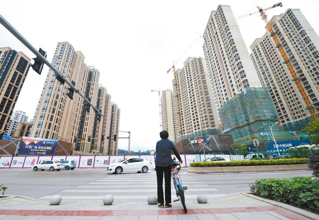 大陸國家統計局13日發布數據顯示,2016年1-11月,大陸房地產開發投資93,...