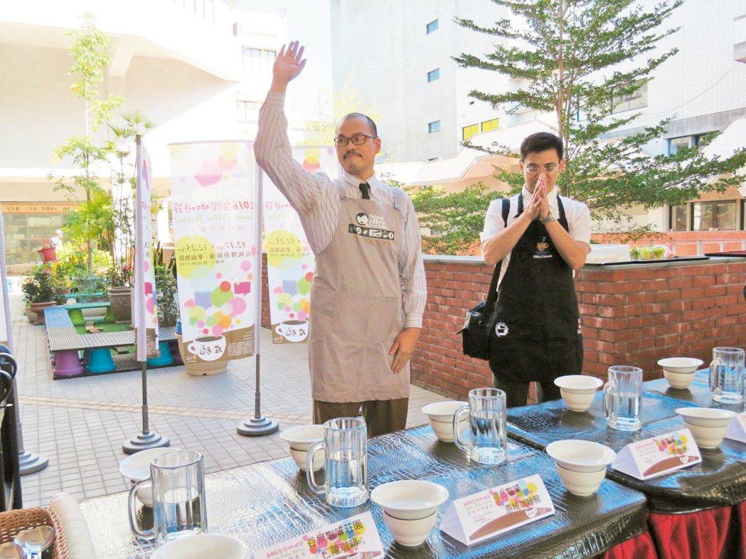 咖啡節行銷記者會,邀雲林咖啡烘焙師使用在地種植的生豆,結合專業烘焙技術,合製5支...