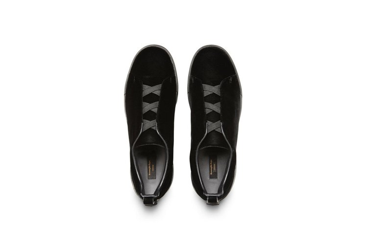 Ermenegildo Zegna黑色天鵝絨運動鞋,27,500元。圖/Erme...