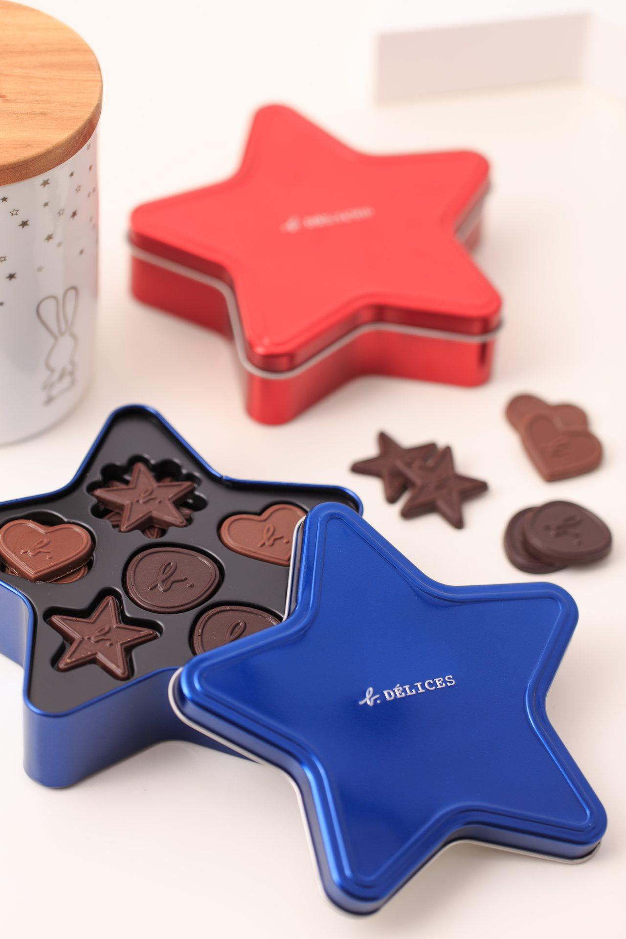 b. DÉLICES 星星片裝巧克力禮盒,880元。圖/ agnès b.提供