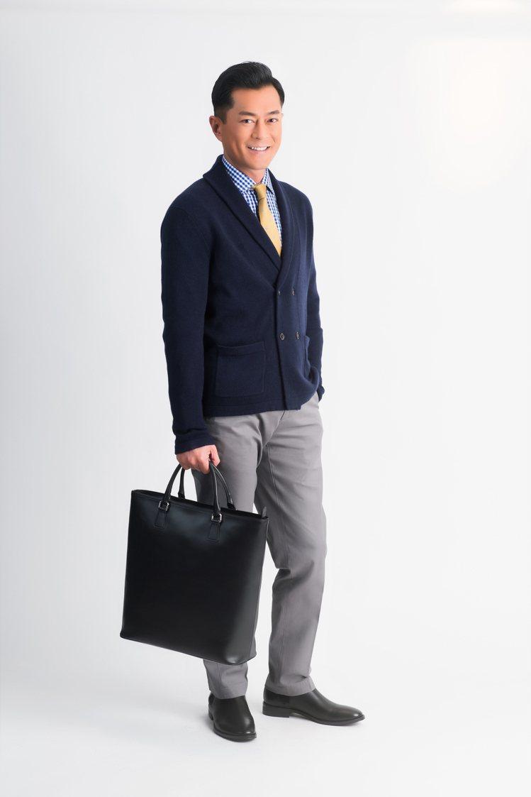 古天樂身穿Brooks Brothers羊絨混紡雙排扣針織衫13,100元,搭配...