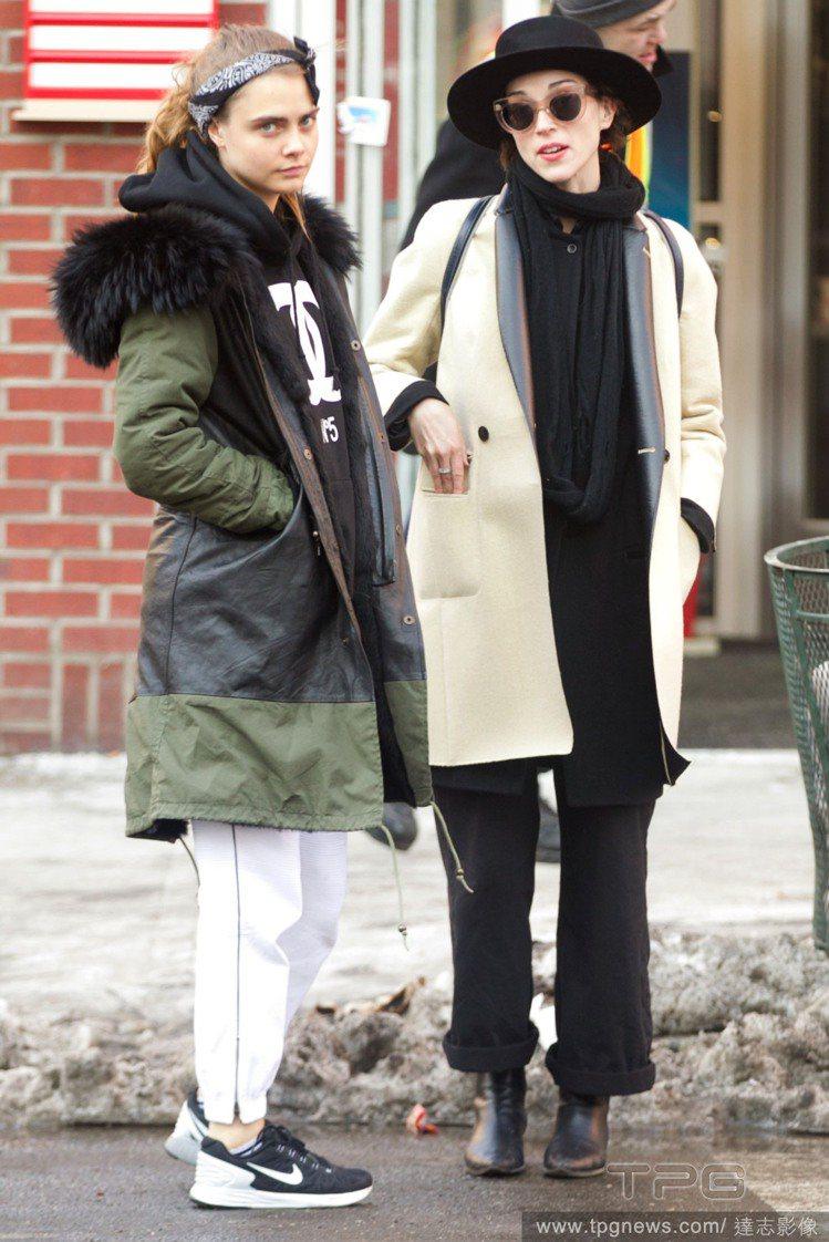 卡拉迪樂芬妮與前女友 St. Vincent。圖/達志影像