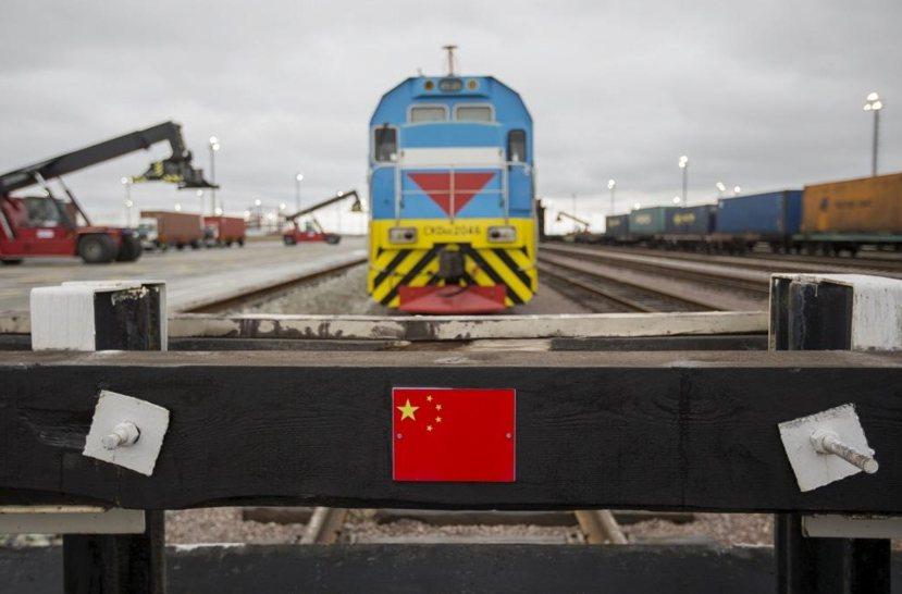 不論是速度還是投資的花費,中國在基礎建設上所施的力道遠勝於他國。圖為新疆霍爾果斯...