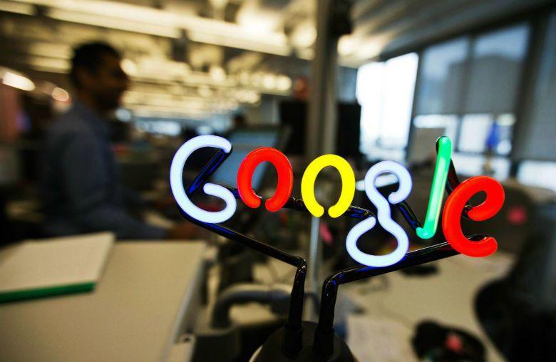 「我谷歌,故我不存在」,在大數據的時代裡,人們越來越依賴以網路資訊判斷事情。 圖...