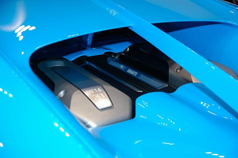 Bugatti Chiron 搭載 8.0 升 W16 四渦輪增壓引擎,結合 7...