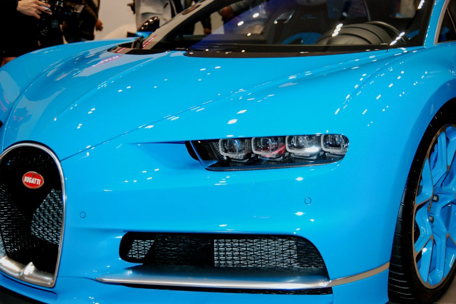 Bugatti Chiron 採用 8 眼式 LED 頭燈設計,相當銳利有神。 ...