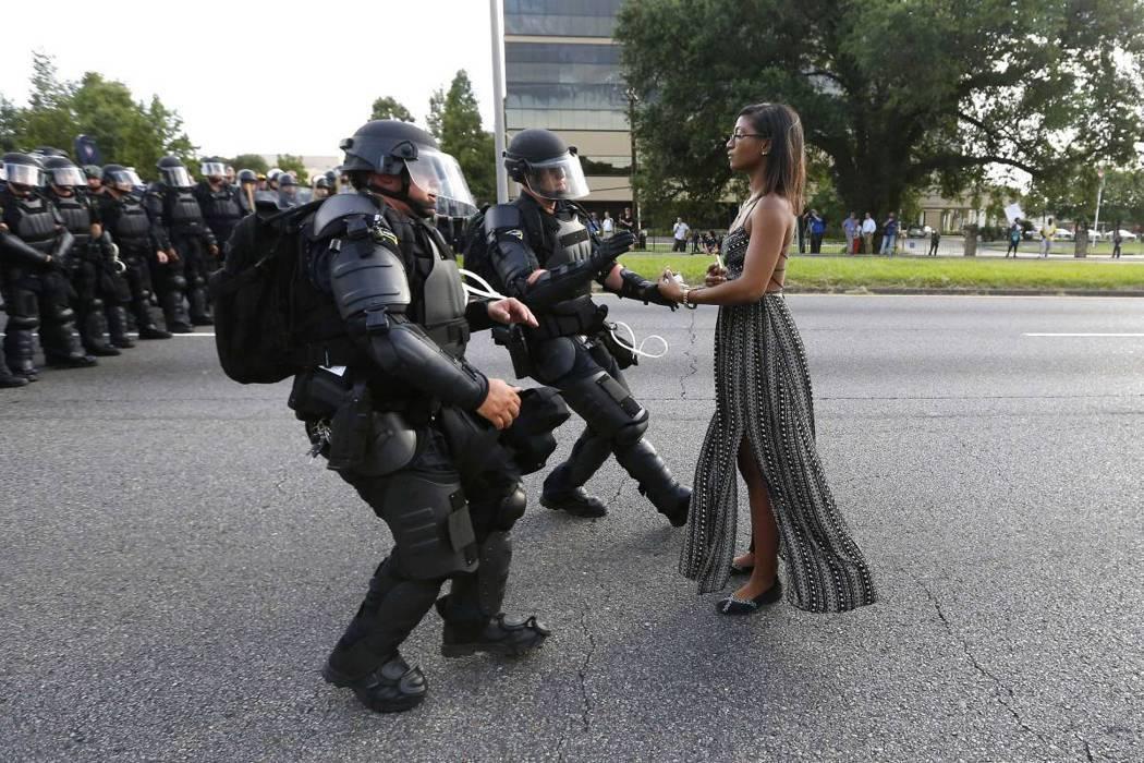 2016年7月9日,美國路易斯安那州首府,當地民眾遊行示威,抗議員警槍殺非裔男子...