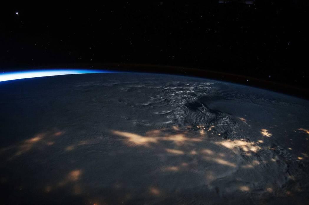 2016 年 1 月 23 日,美國太空人 Scott Kelly 在國際空間站...