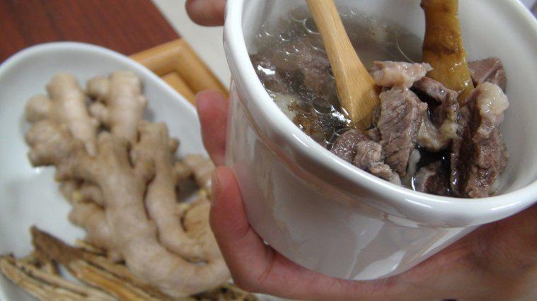 當歸生薑羊肉湯。記者郭宣彣/攝影