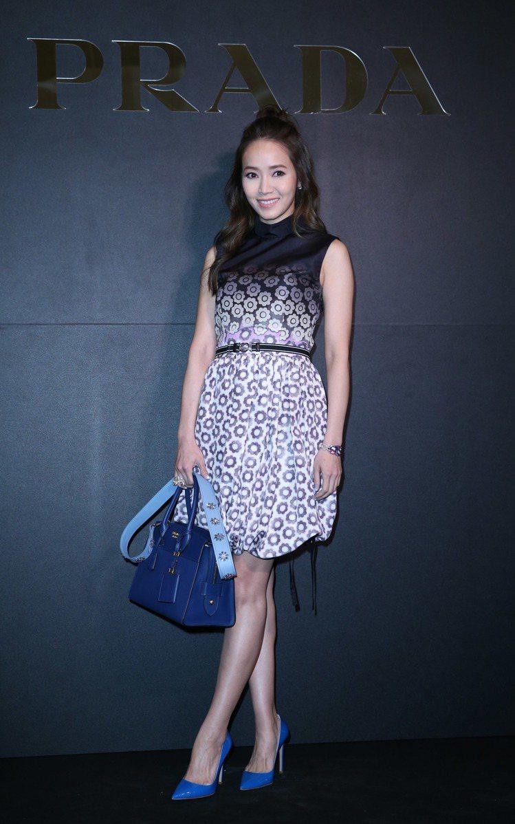 侯佩岑身穿PRADA早春深藍花朵漸層小禮服。記者陳瑞源/攝影