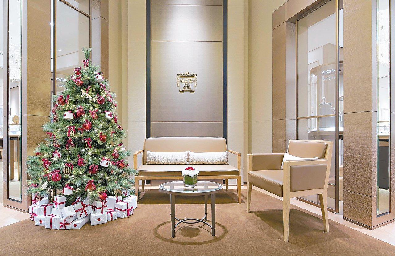 卡地亞台北101專賣店1樓的店內也有耶誕節慶布置。 圖/業者提供