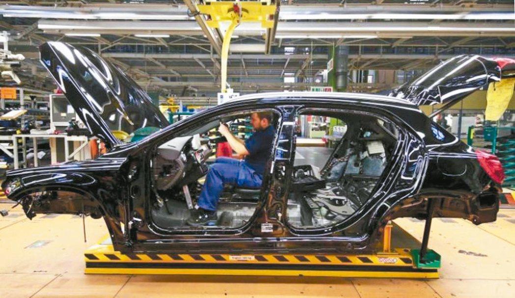 歐元區製造業景氣以2011年4月以來最快步調擴張,12月PMI終值升至54.9。...