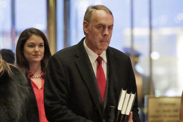 川普宣布將提名眾議員辛克為內政部長