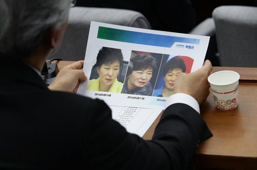 12月14日,在彈劾案確立後五天,南韓檢方持續進行「親信干政」案第四場公證會;朴...