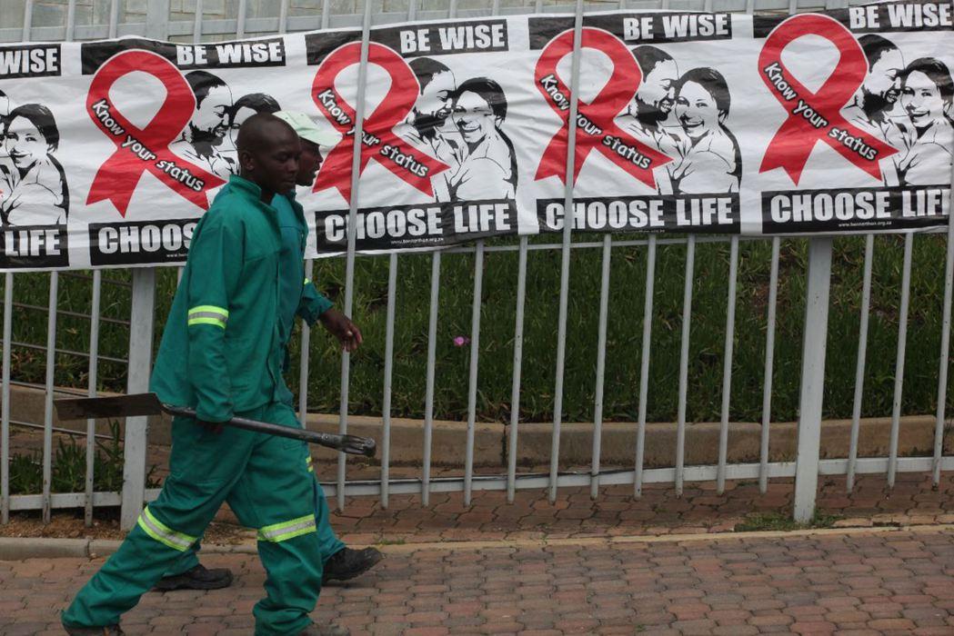聯合國提出在2030年終結愛滋的願景,並喊出「90 90 90」治療目標,如何消...