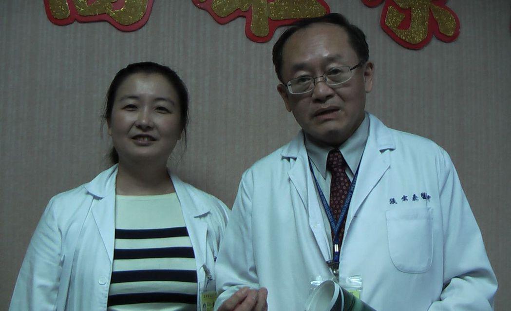 高雄榮總副院長張宏泰(右)與血液腫瘤科醫師楊文祺(左)提醒,不是吃鐵劑就能搞定貧...