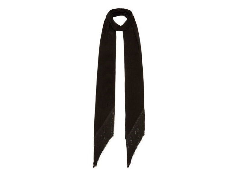 Rockins黑色流蘇經典款絲巾,售價9,580元。圖/CLUB DESIGNE...