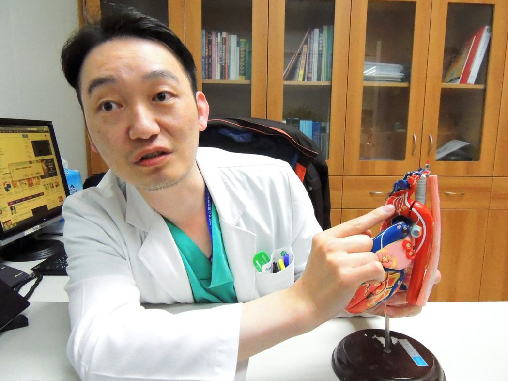 國軍總醫院心臟血管外科主任顏至謙指出,主動脈瘤通常沒有症狀,當有症狀出現時就需要...