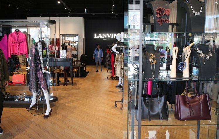 LANVIN在華泰名品城開幕,不少消費者前往。記者陳正興/攝影