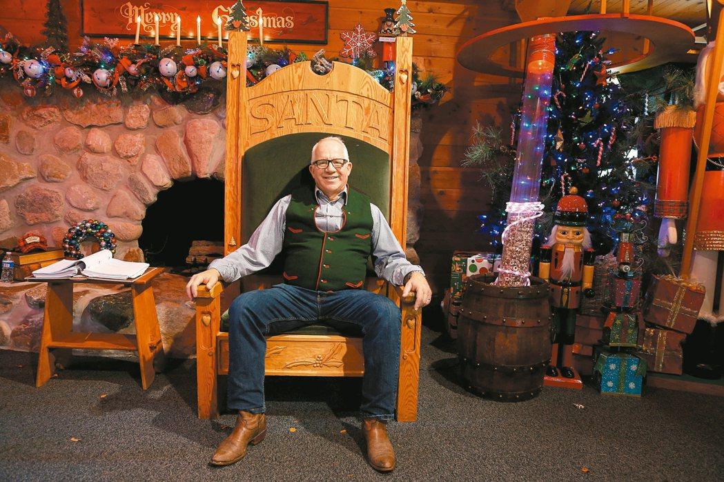查理斯霍華德聖誕老人學校創立於1987年,並在1987年在執行長湯姆與荷莉.韋蘭...
