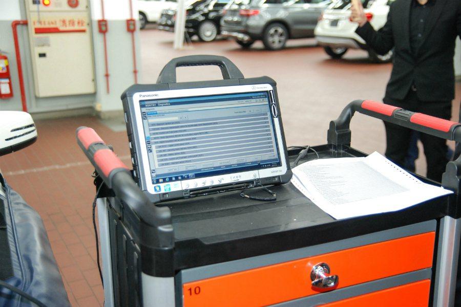 檢測電腦為德國原廠最新型的診斷電腦。 記者林鼎智/攝影