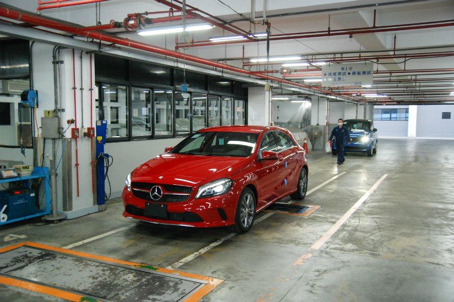 廠內也具有代檢區,可節省車輛掛牌手續的花費時間。 記者林鼎智/攝影