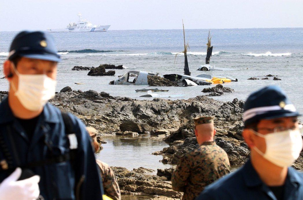 魚鷹機墜落之後,日本防衛大臣稻田朋美也徹夜坐鎮防衛省,並在14日清晨與駐日美軍達...