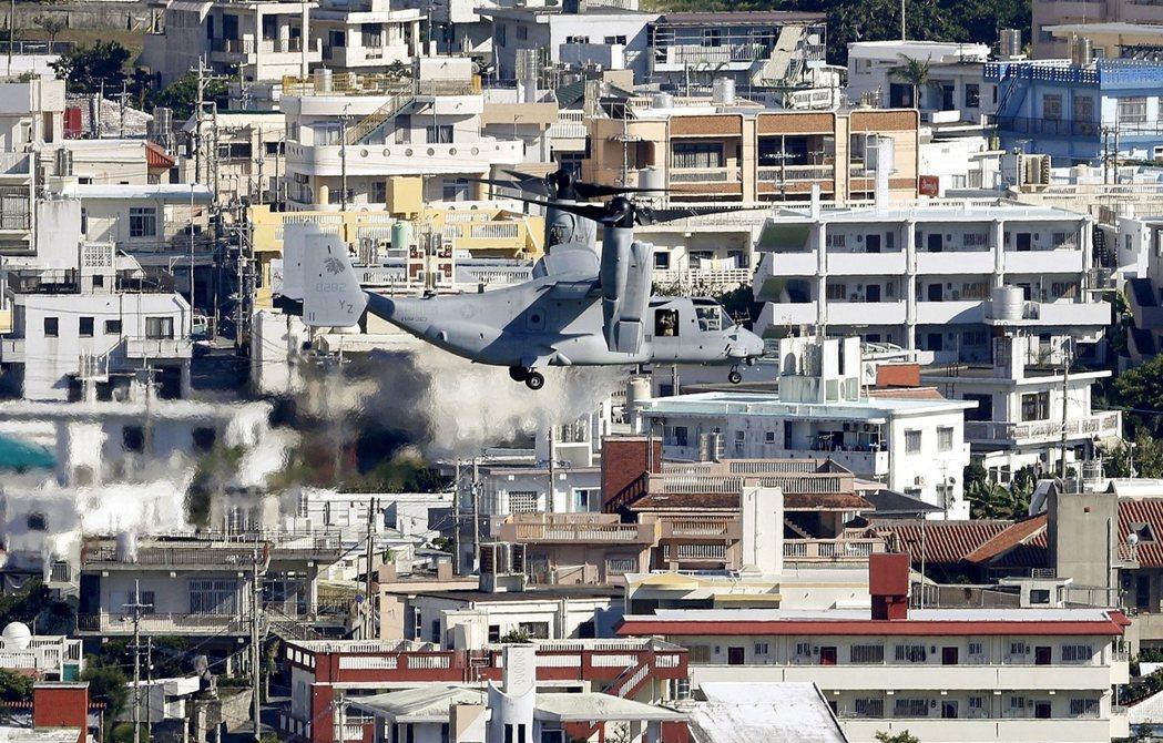 沖繩美軍:強行起飛的「魚鷹」傾轉旋翼機。 圖/路透社