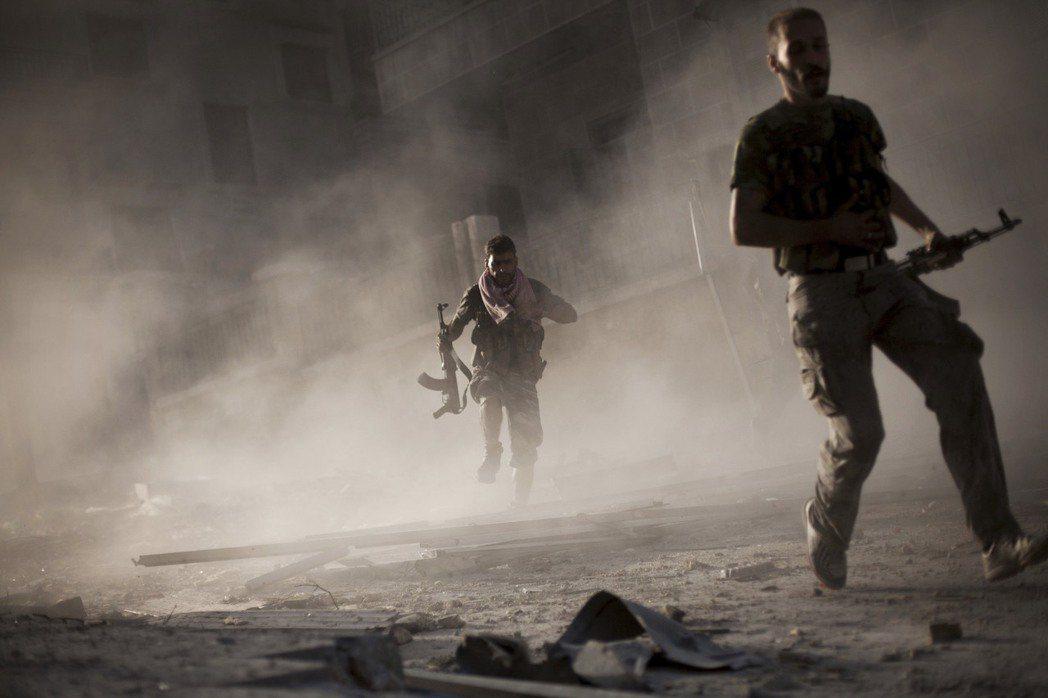 2012年,阿勒頗的反抗軍。 圖/美聯社