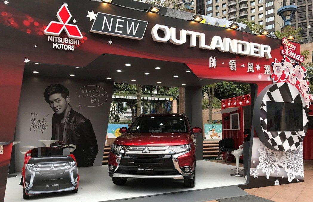 NEW OUTLANDER超大禮物盒於新北市耶誕城展出,活動期間霓光紅車色與造型...
