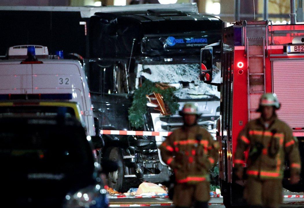 20年來,德國遭遇的最嚴重事件:卡車衝撞柏林聖誕市集,12死。 圖/路透社