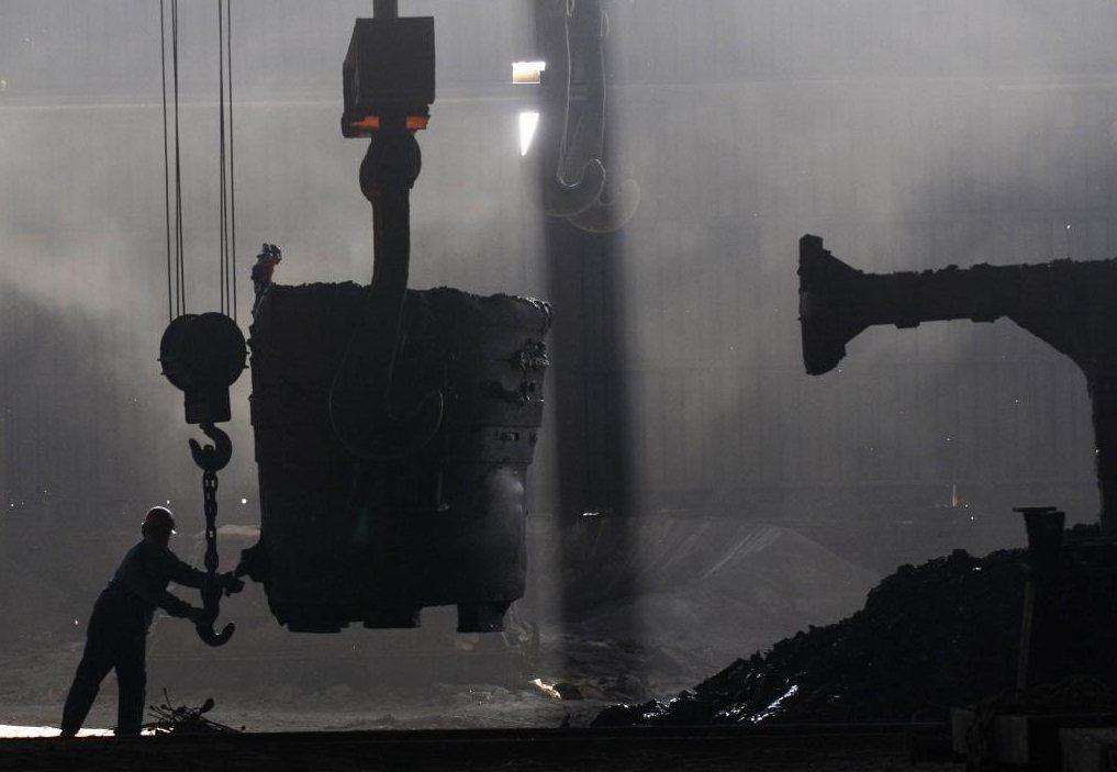 中國的鋼鐵傾銷已經成為全球性的問題,廉價鋼鐵四竄乃是因為產能過剩,特別是龐大的國...