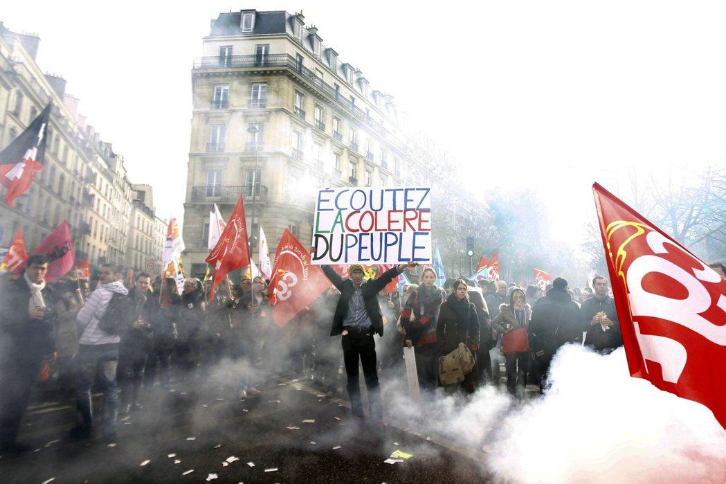 「聽見人民的憤怒!」現下的法國政治狀態猶如回到18世紀,約略散發著法國大革命的味...