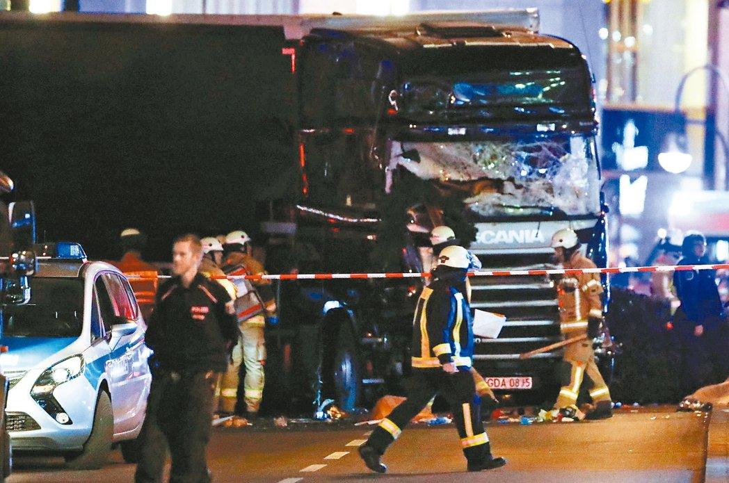 德國柏林布賴特施德廣場19日晚間發生大卡車衝進耶誕市集事件,造成至少12死48傷...
