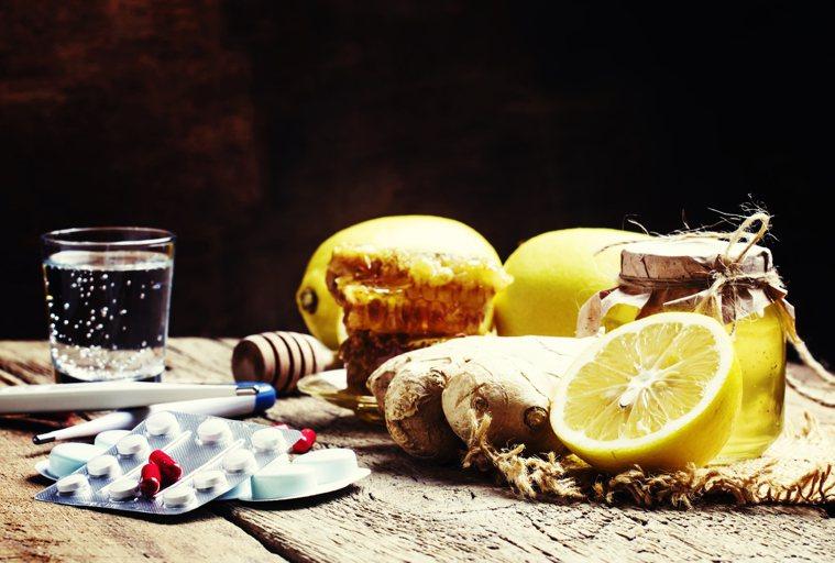 如果擔心有病菌感染的情形,就用溫鹽水漱口,作法是將6茶匙(30公克)的鹽加到約5...
