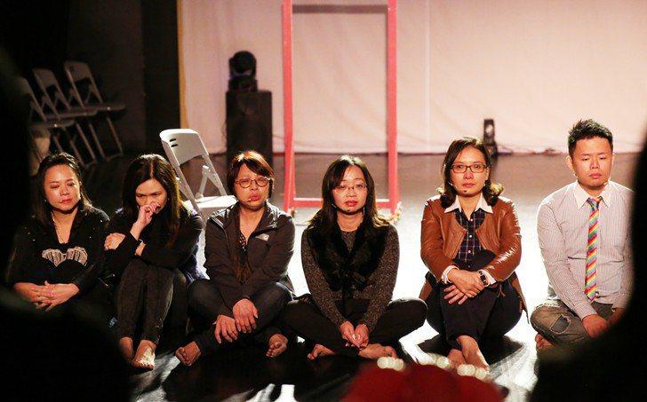演出後,每位學生對自我內心的反思共鳴,仍沈浸其中無法自拔。 曹佳榮/攝影