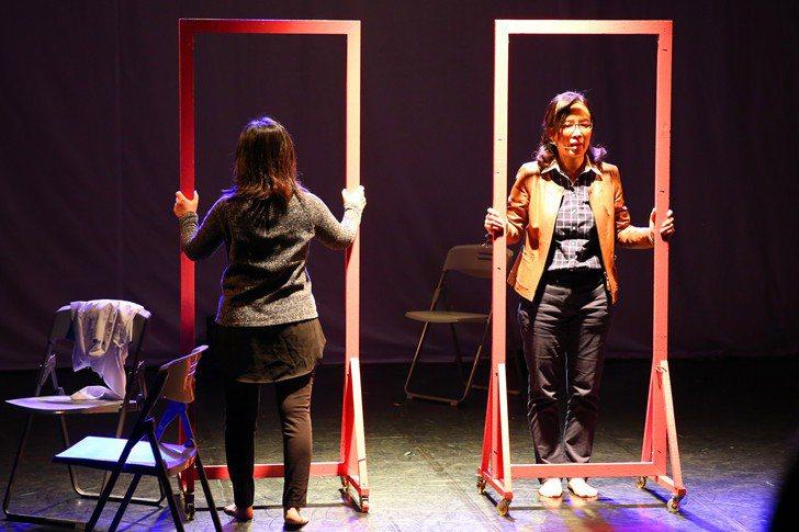 學生演員們真誠發自內心的演出,讓人陷入時光重播的意境中。 曹佳榮/攝影