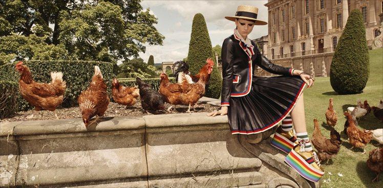 GUCCI早春形象廣告,有雞群應景入鏡。圖/GUCCI提供