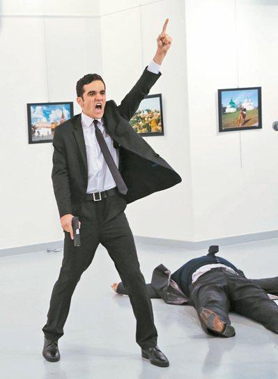 槍手在行凶後,高喊:「真主至大!」 美聯社
