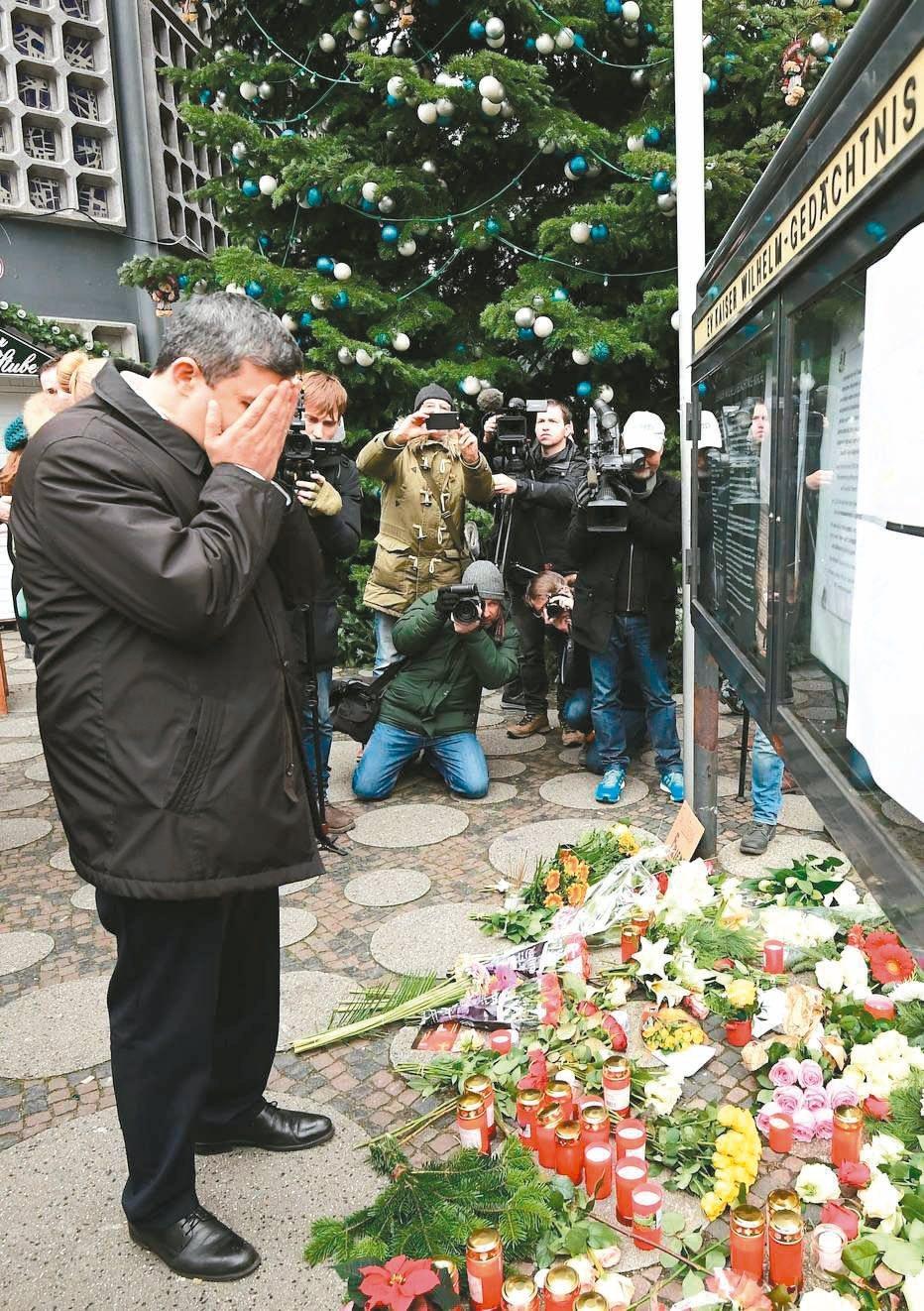 柏林議會社民黨黨團黨鞭薩雷來到案發地附近,為罹難者祈禱。 法新社