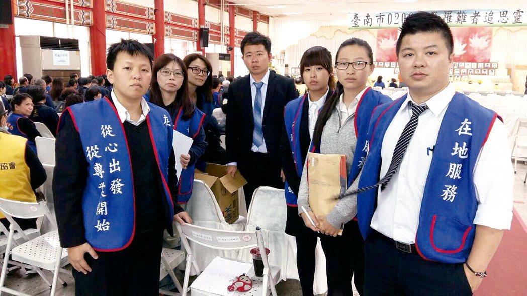 台南大地震期間,南山人壽尚豐通訊處站在最前線給予最即時的協助,展現保險大愛的精神...
