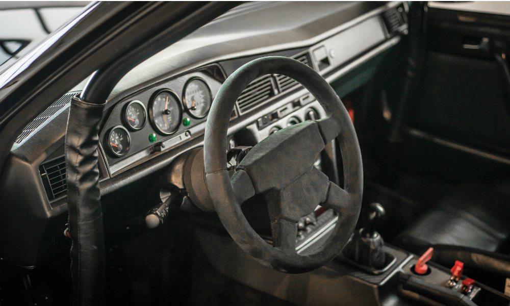 這輛即將拍賣的 190 E Evolution II 全車原廠無改,維持當年的經...