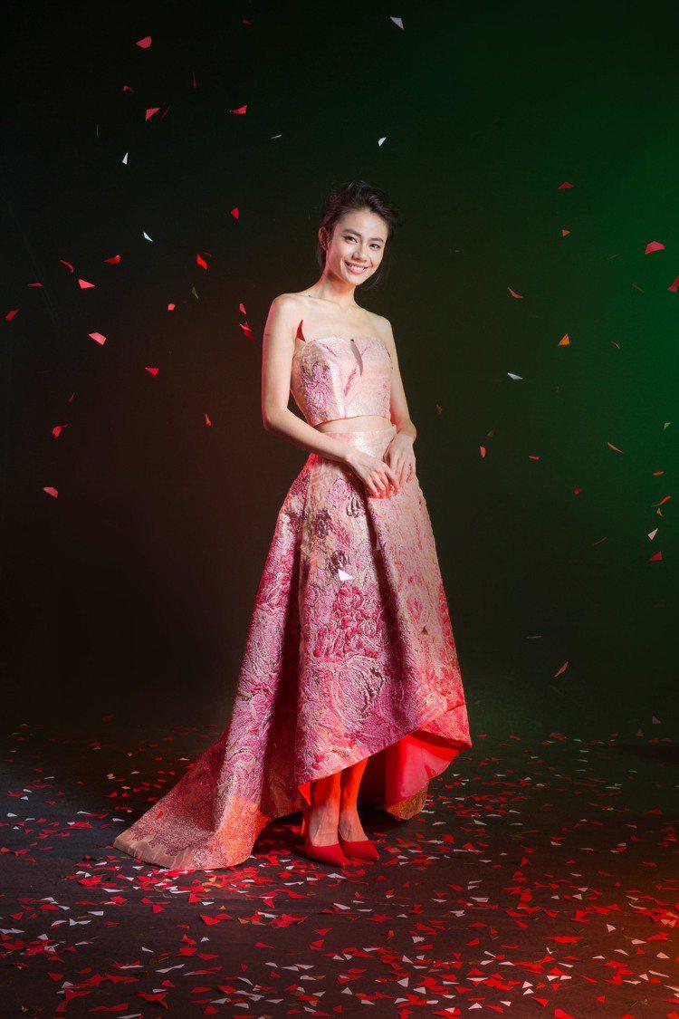 年底派對季節登場,出租禮服既美麗又划算。圖/蘇菲雅婚紗提供